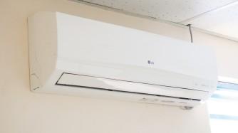大型教室には専用エアコン