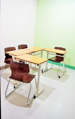 1対4の少人数制グループ教室